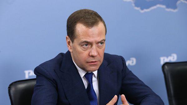 俄总理梅德韦杰夫:新年长假对俄罗斯经济造成了损害
