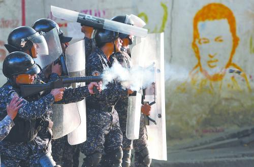 委内瑞拉逮捕27名哗变士兵 追回大量被抢军火