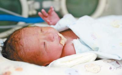 首个移植子宫内孕育宝宝出生