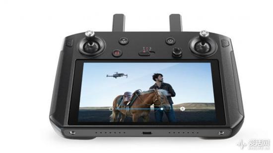 大疆正式推出专为Mavic 2设计的带屏遥控器
