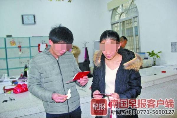 网逃男子为女友和儿子自首 警方让其领结婚证