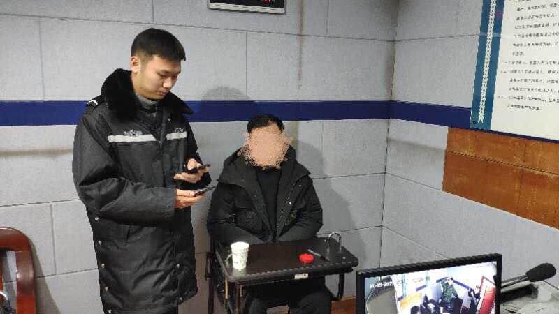 """武汉警方通报""""海底捞不雅视频"""":男子破解无线网投屏被刑拘"""