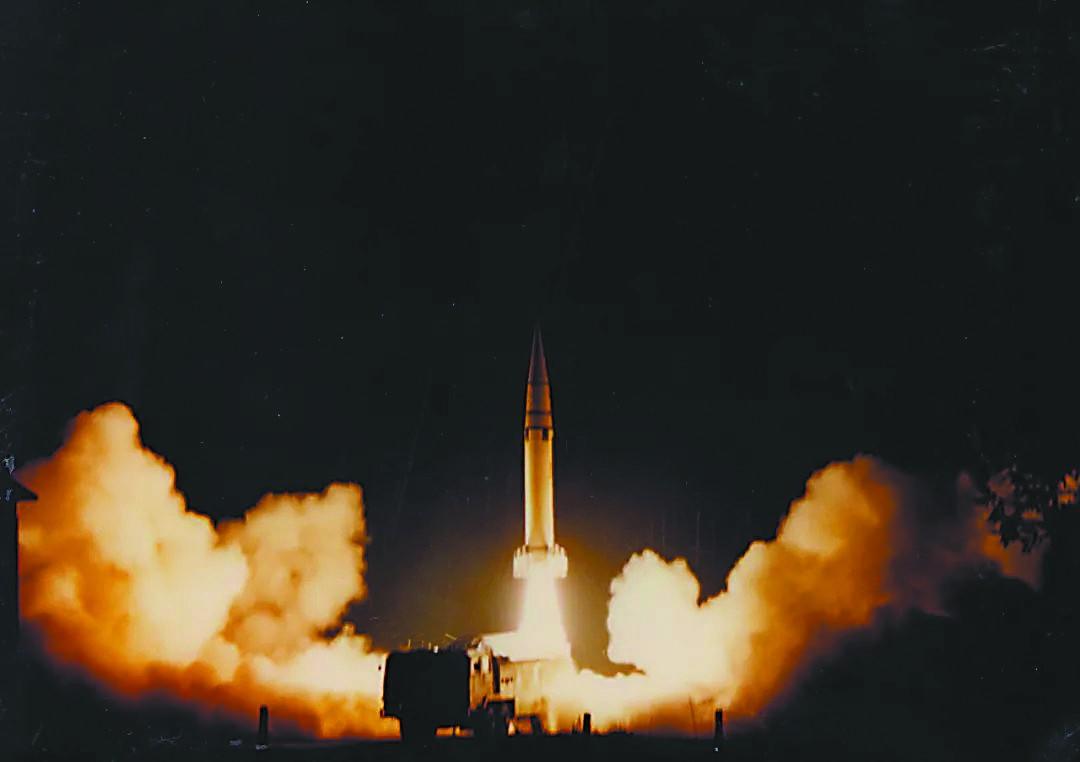 火箭军公布台海危机时东风15发射照引台媒关注