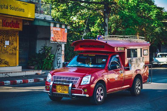 泰司机堵餐馆门口要提成 理由竟是他拉来中国游客