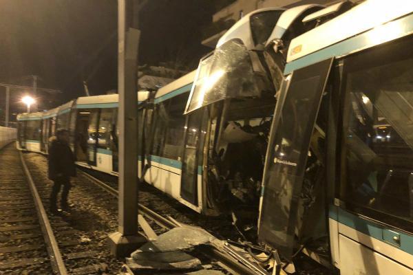 巴黎近郊发生有轨电车相撞事故 致12人受伤