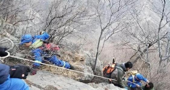 男子大年三十爬野山被困初六获救 下山喝4瓶矿泉水