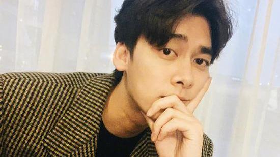 经纪人否认李易峰公布恋情:坚定否认 不是我们
