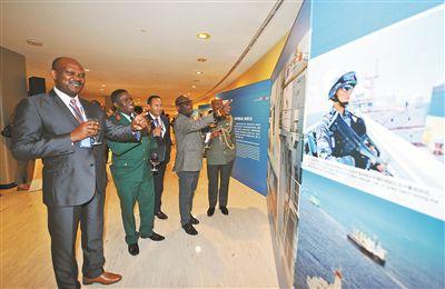 """和平力量,吸引世界目光——""""维护世界和平的中国军队""""主题展览侧记"""