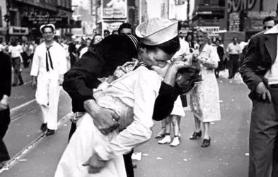《勝利之吻》男主角去世 終年92歲
