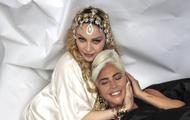 Lady Gaga与麦当娜合照 两人亲密卧床破不合传闻