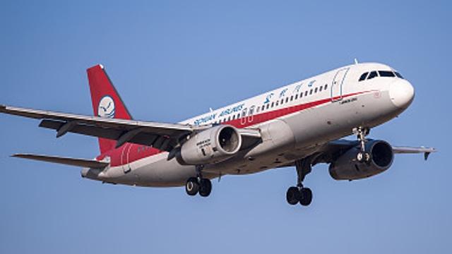 成都飞迪拜航班被迫返航 空中盘旋6小时绕30圈降落