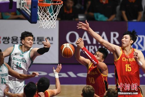 资料图:哈萨克斯坦男篮与中国男篮在亚运会上交手。<a target='_blank' href='http://www.chinanews.com/'>中新社</a>记者 杨华