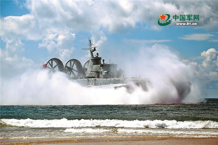 记者在战位|随气垫登陆艇出海训练是怎样一种感受?