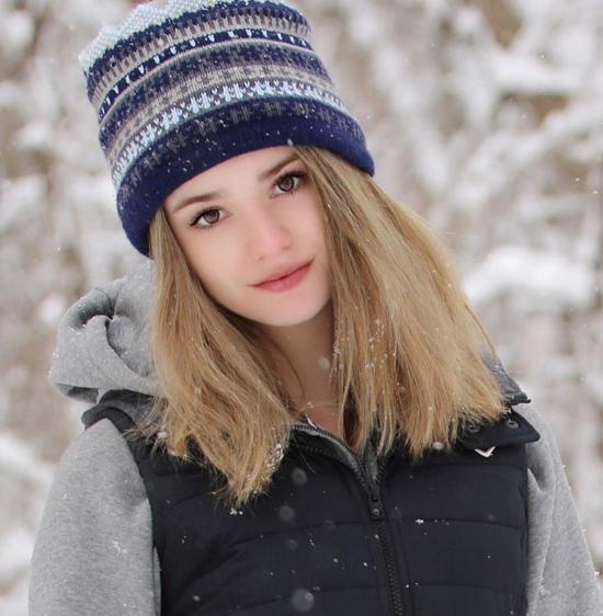 美国14岁网球美少女超高颜值走红社交网络 莎娃年轻时也比不过她