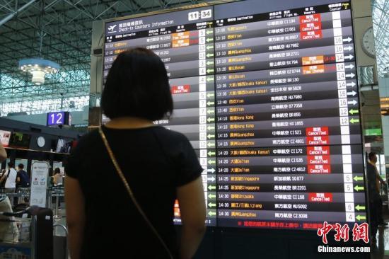 台湾华航机师罢工第三天 地勤人员要求复工