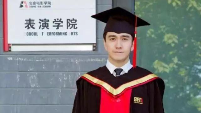 """媒体评""""翟天临事件"""":太多人能凭权力获得高学历"""