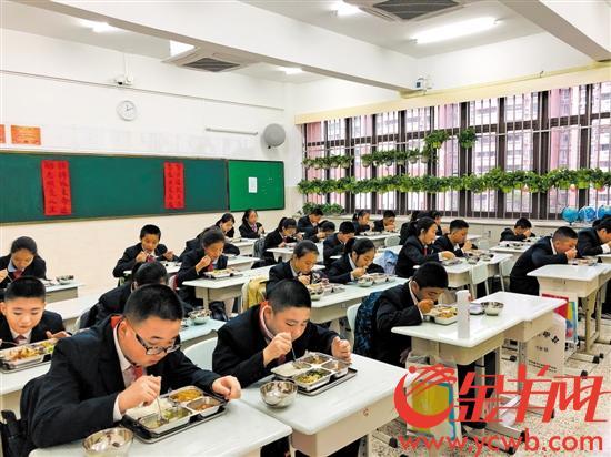 深圳普及校内午餐午托服务 家长点赞:少操很多心