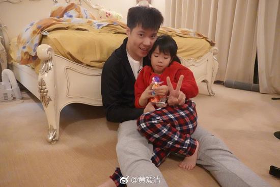 黄毅清曝黄奕是同性恋骗婚生娃:利用我的好基因