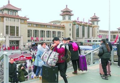 春节返程高峰将持续到正月初十 74万人今天分两路返京