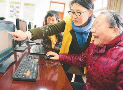 玩直播、热衷网购…老年人上网是种怎样的体验?