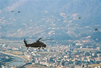 东部战区陆军航空兵某旅组织高强度大场次跨昼夜飞行训练
