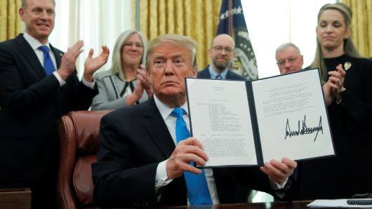 """特朗普簽署指令 要求國防部起草法案建""""太空軍"""""""