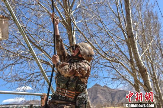 西藏軍區某部開展干部普考 營連主官披掛上陣
