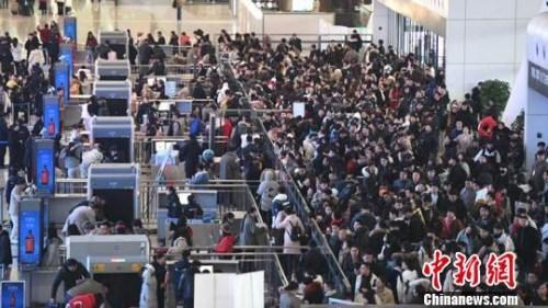 铁总:2月12日全国铁路预计发送旅客1200万人次