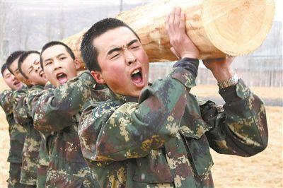 火箭军某基地通过强化军体训练有效促进战斗力提升