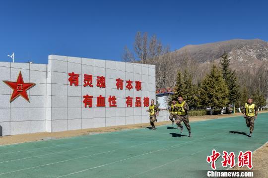 西藏军区某部开展干部普考营连主官披挂上阵