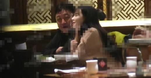 王晶被曝带小40岁嫩妹过夜 女儿回应称相信爸爸