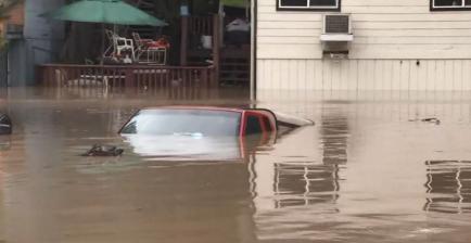 旧金山北部地区遭洪水 2000栋建筑受灾水深2米多