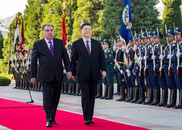 習近平出席塔吉克斯坦共和國總統舉行的歡迎儀式