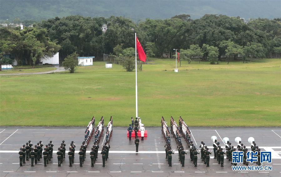 解放軍駐港部隊軍營開放 吸引約兩萬市民冒雨參觀