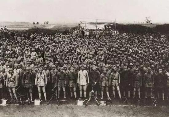 参加过长征的中国工农红军(资料照片)。新华社发