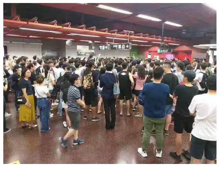"""这就是乱港分子要带给香港的""""自由""""?"""
