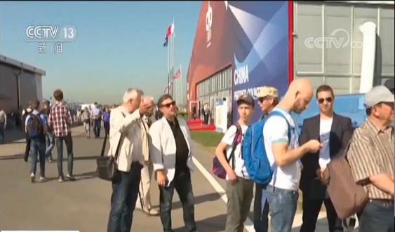 """""""中俄明星""""CR929首次海外亮相 参观者:它将是未来的飞机"""