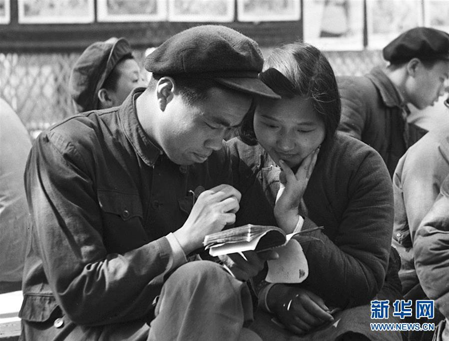 新中国峥嵘岁月丨婚姻自己当家