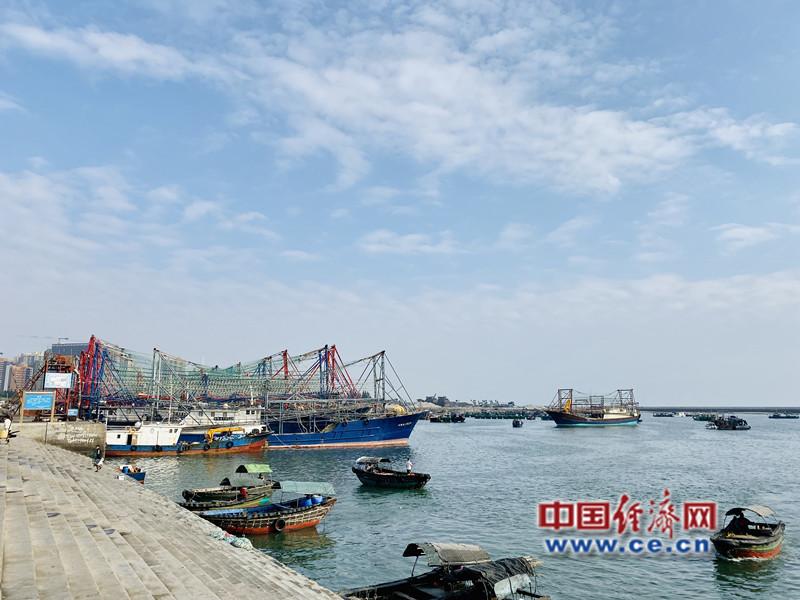 【美丽中国·网络媒体生态文明行】黑臭南澫中心渔港变身碧水蓝天