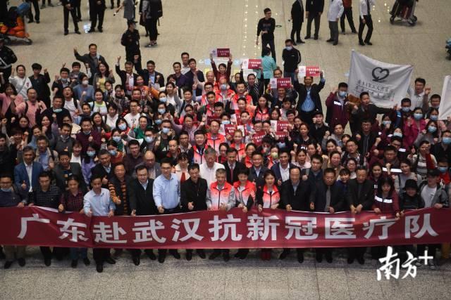 直播|除夕夜他们紧急出发!广东医疗队驰援湖北武汉疫情救治