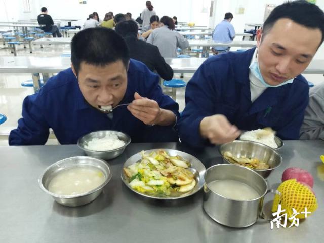 汤圆吃在胃里,暖在心上。