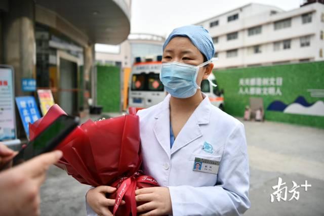 图为清远市人民医院感染科护士刘珂。