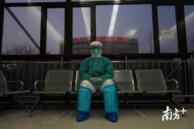 醫線日志|援漢醫生寄語相戀十年女友:萬一有意外,你的人生可以有其他選擇