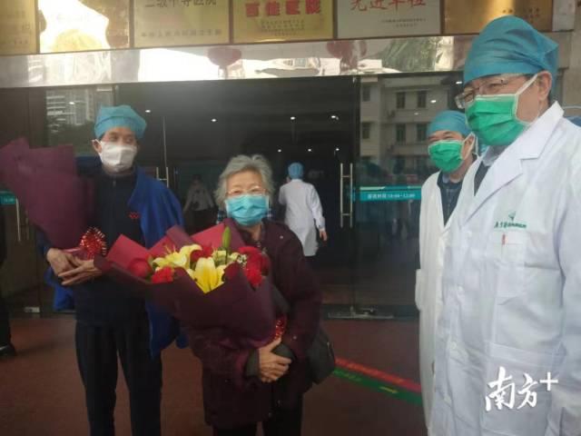 振奮!湛江3名患者今日治愈出院,年齡最大80歲曾進ICU救治