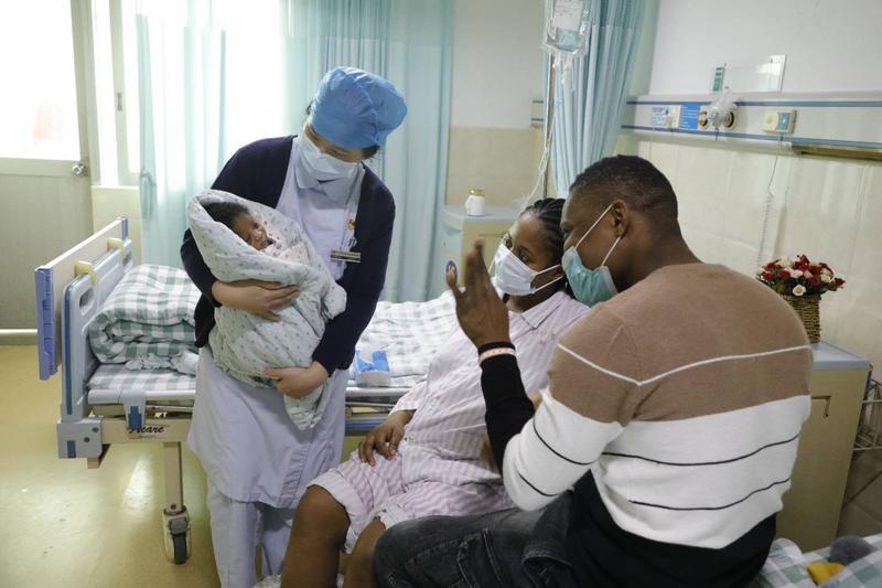 非洲妈妈产女后突发高烧四天不退,广州医生妙手救治