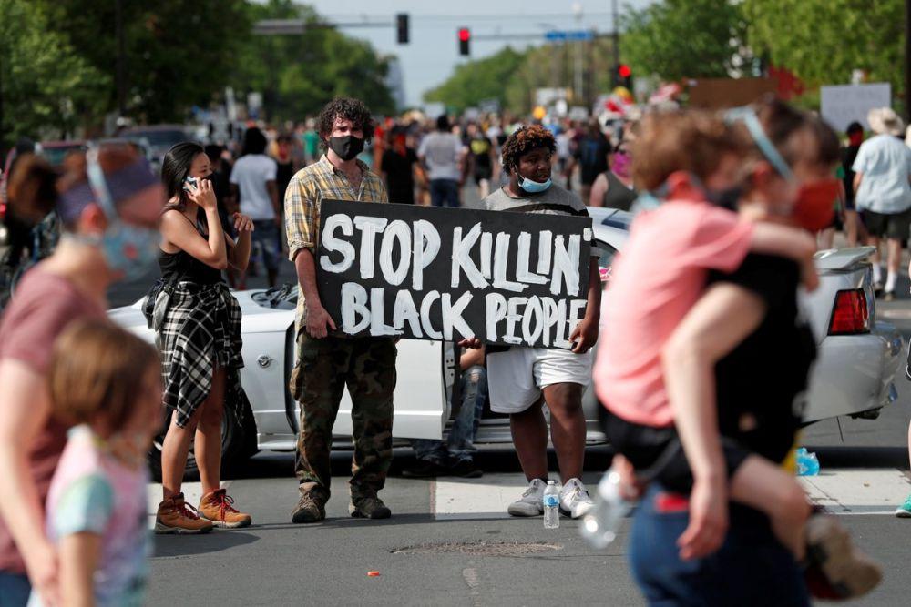 美國白人警察暴力執法黑人喪命 憤怒民眾連日抗議