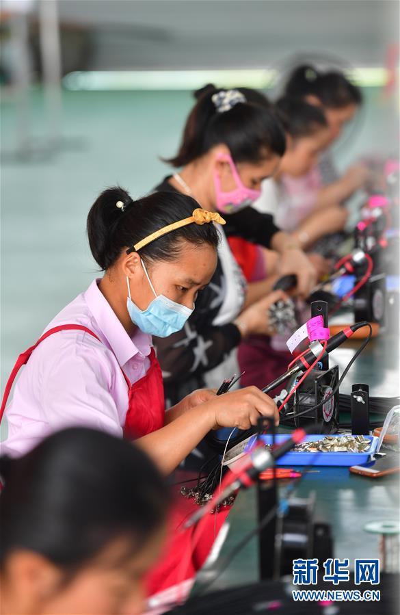 (新華全媒頭條·兩會特別報道)(5)攻堅克難贏未來——從政府工作報告看2020年中國發展走向