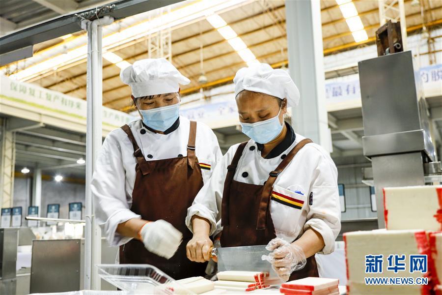 (新華全媒頭條·兩會特別報道)(7)攻堅克難贏未來——從政府工作報告看2020年中國發展走向
