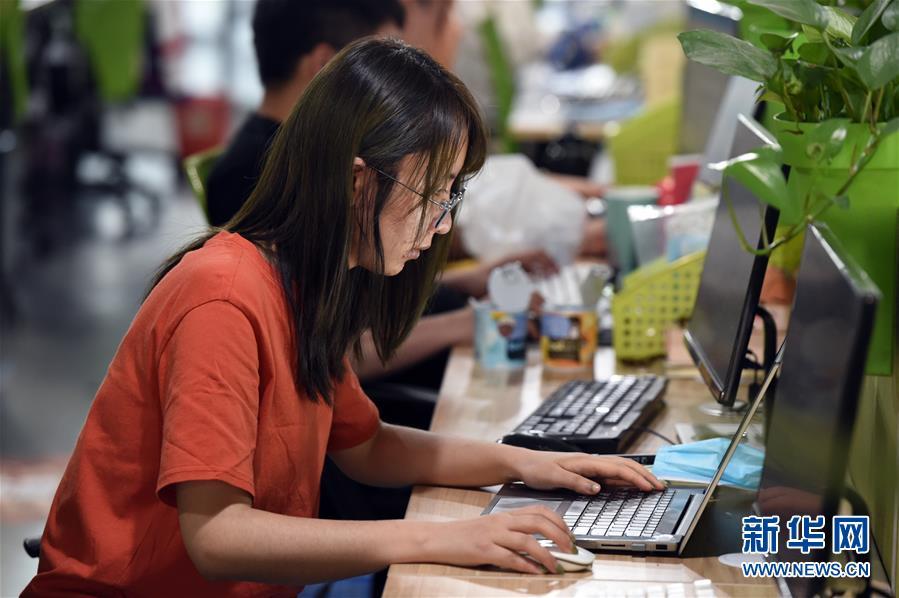 (新華全媒頭條·兩會特別報道)(3)攻堅克難贏未來——從政府工作報告看2020年中國發展走向