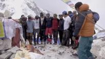 在珠穆朗玛峰,有这样一群清道夫......